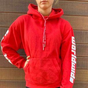 Röd hoodie från Wasted Paris. Väldigt bra skick och skönt material 🌼 FRI FRAKT