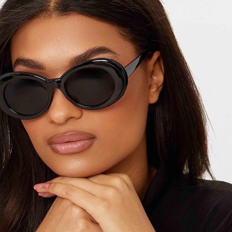 Solglasögon . Accessoarer.