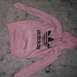 Rosa adidas hoodie (kopia)- Storlek S/M, köparen står för frakten men kan också mötas upp i Göteborg💕