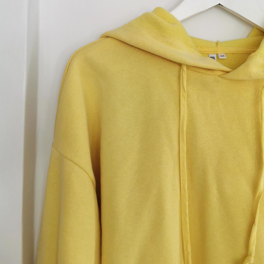 Kort gul hoodie från lager 157, strl xs /s, frakt ingår 💛. Huvtröjor & Träningströjor.