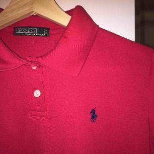 En jätte fin ralph laurent tröja som tyvärr blivit för liten för mig, ganska använd men ändå inga hål eller andra skador. frakt 59❤️