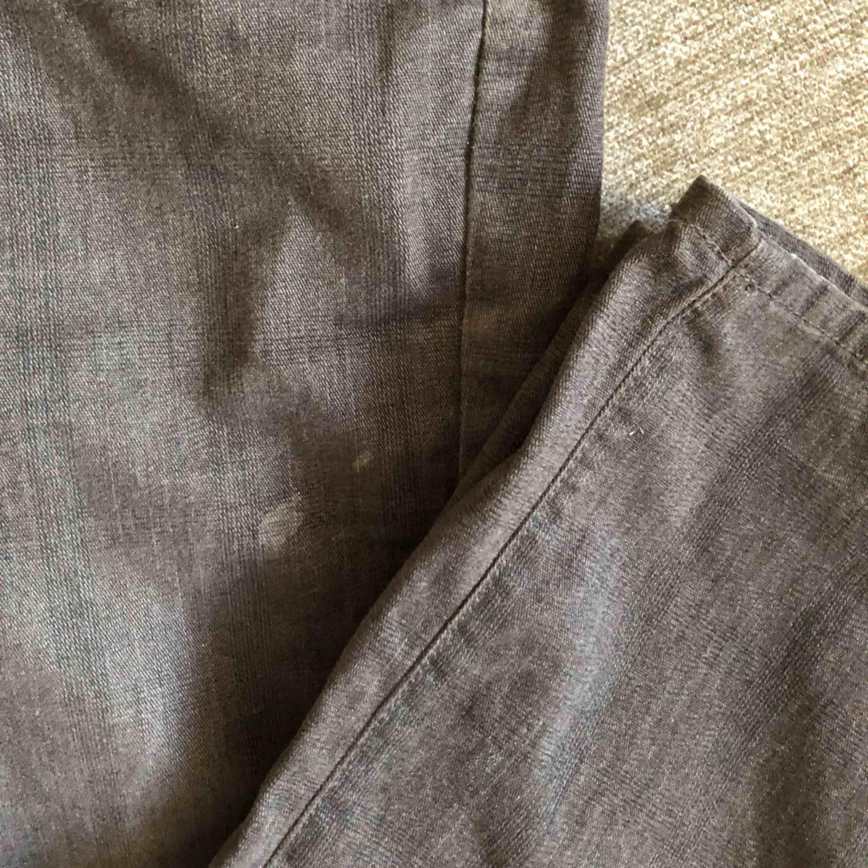 Jeans från Giovani. Bra skick förutom en liten fläck som borde gå bort i tvätten (se bild tre).✨. Jeans & Byxor.