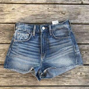 Jeansshorts, använda en gång  Köparen står för frakt :)