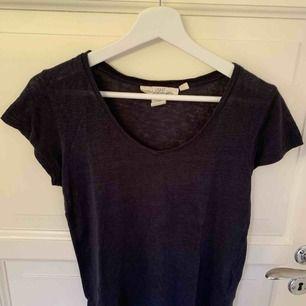 Skön marinblå T-shirt