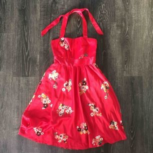 Blommig klänning 🌺 ifrån Vila