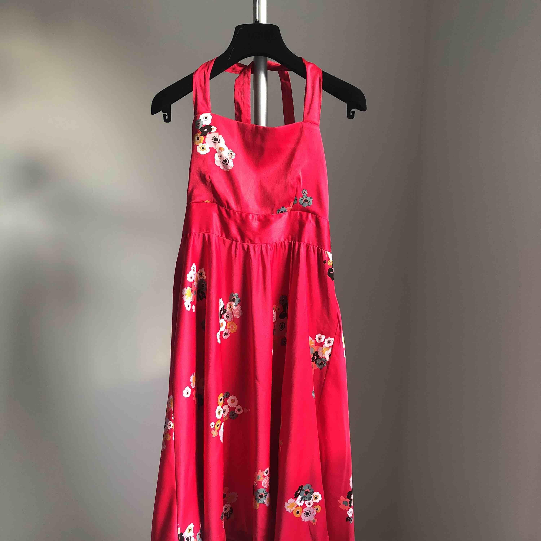 Blommig klänning 🌺 ifrån Vila. Klänningar.