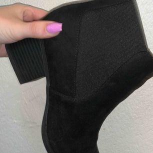 Säljer mina skor med klack  • Använda 2 gånger bara • Storlek 39 • Dom är i fint skick!😊
