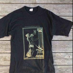 T-shirt med coolt tryck  Köparen står för frakt :)