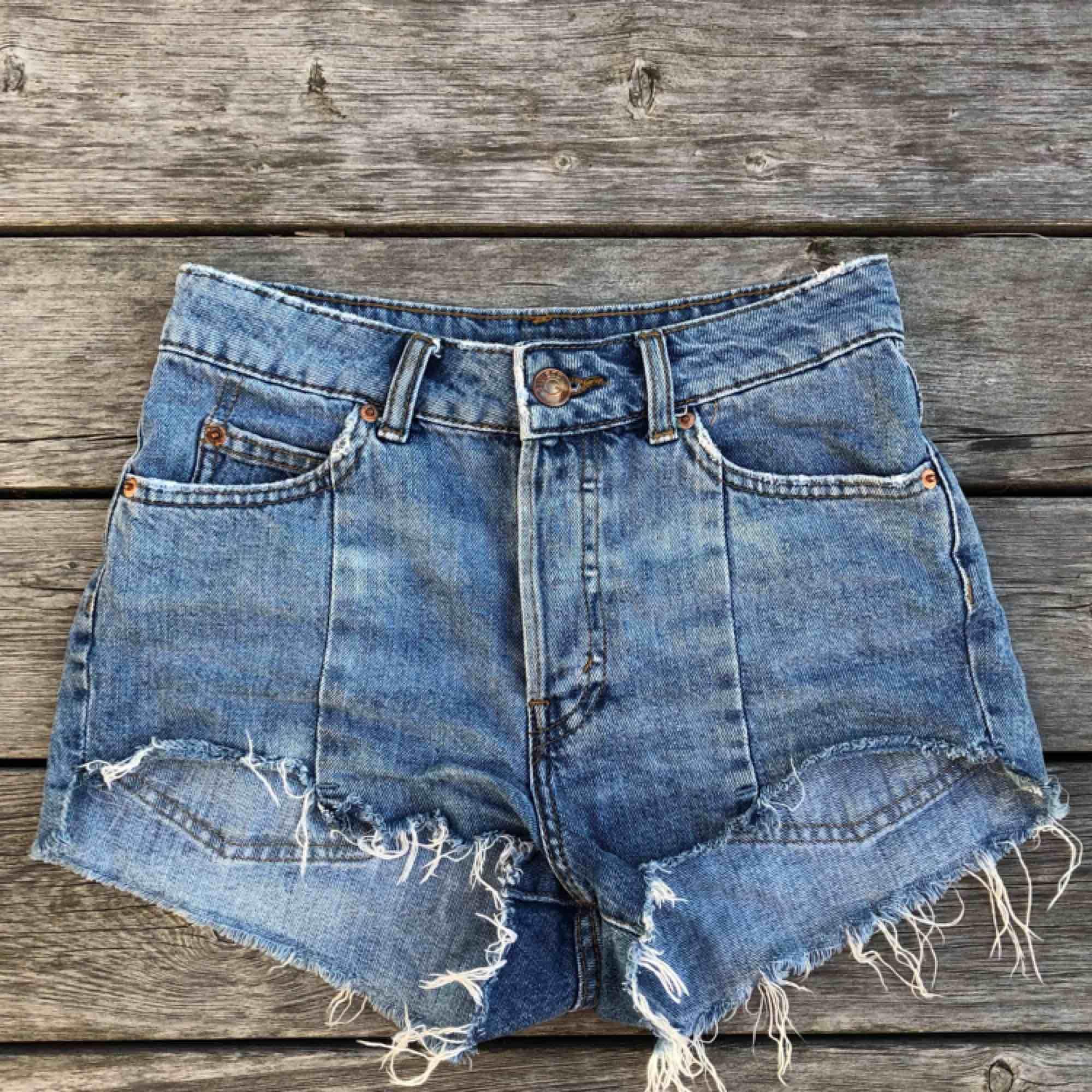 Snygga shorts från hm   Köparen står för frakt :). Shorts.