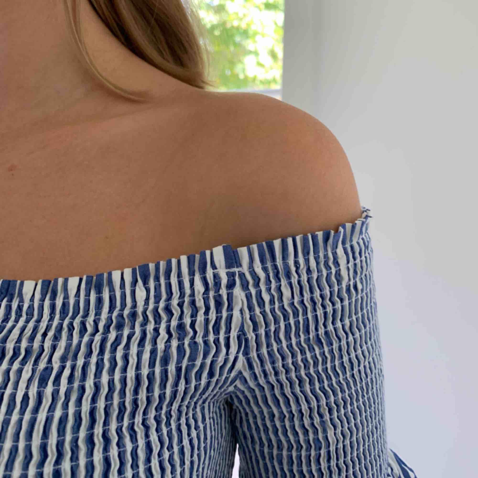 Jättefin klänning från zara, använd 3-4 ggr. Frakt 36kr. Klänningar.