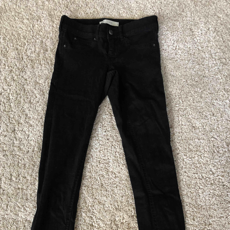 Lågmidjade jeans från GinaTricot, aldrig använda. Köpare står för frakt.. Jeans & Byxor.