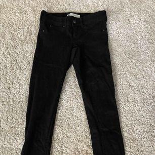Lågmidjade jeans från GinaTricot, aldrig använda. Köpare står för frakt.