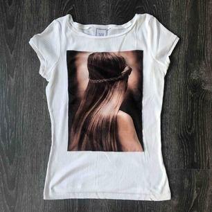 Magisk T-shirt ifrån Mango. Hann aldrig använda 🥀 helt ny✨