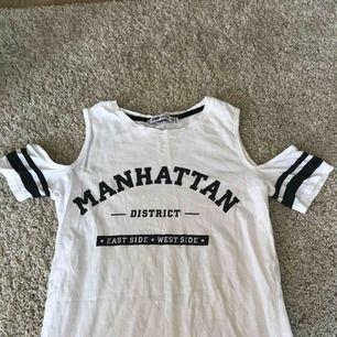 Klänning från NewYorker, t-shirtärmar utan axlar.