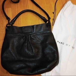Väska + plånbok ifrån marc Jacobs 1500 kr Pris kan diskuteras:)