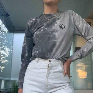 Cool tröja med tryck! Köpare står för frakt🍋