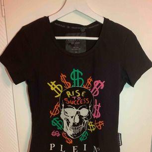 Helt ny Philipp Plein T-Shirt för tjejer.  Storlek: M