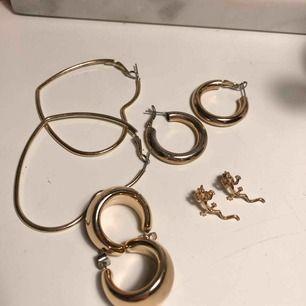 Säljer örhängen 30kr/ st eller alla för 100kr.  Från bla monki och urban outfitters.