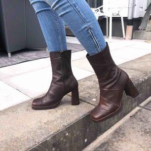 Liten 38, passar mig som är 37,5  Snygga bruna skor Pris kan diskuteras