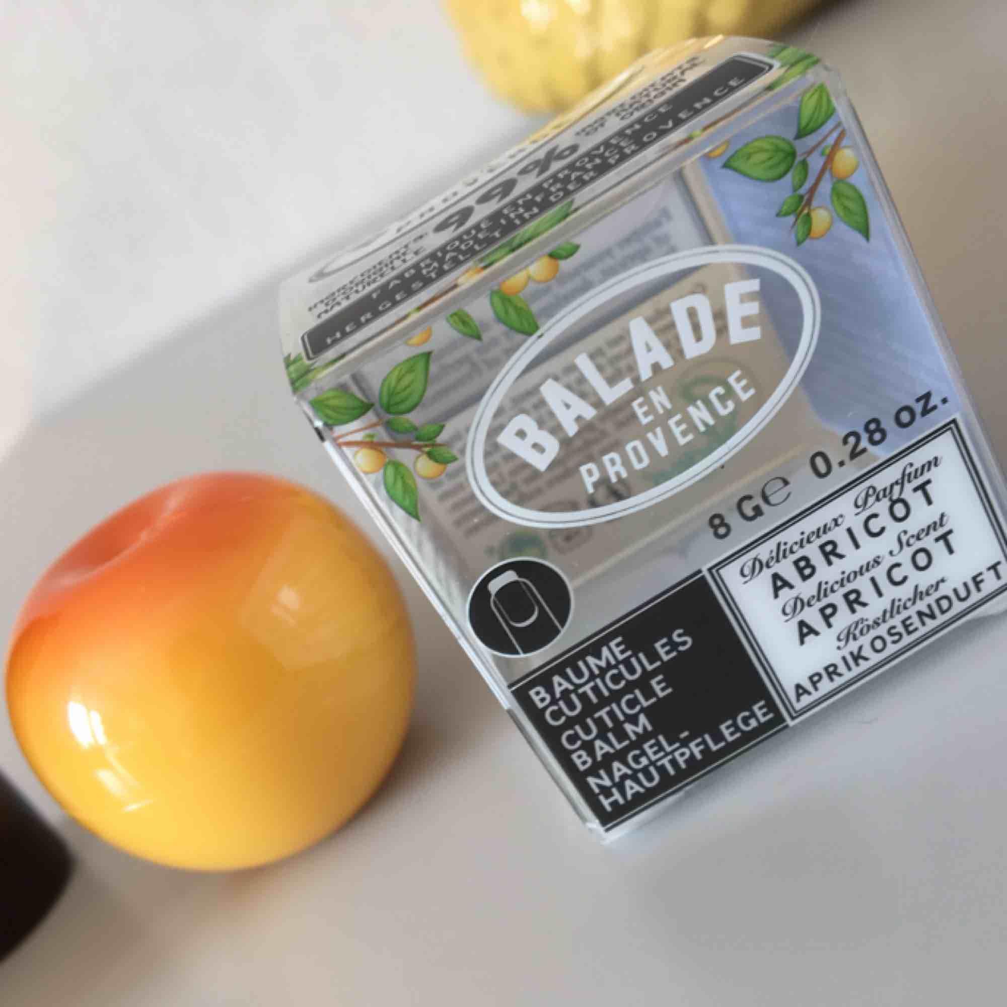Supersöt nagelbalm med aprikos. Helt veganskt och crueltyfree. Frakt 18kr. Obruten förpackning . Accessoarer.