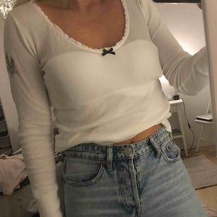 Vit & ljusrosa tröjor från Odd Molly  150 kr/st Storlek 0 Knappt använda Frakt tillkommer