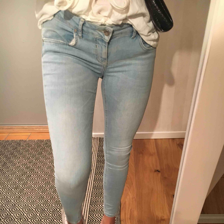 Ljusblå jeans  Stretch  Frakt tillkommer . Jeans & Byxor.