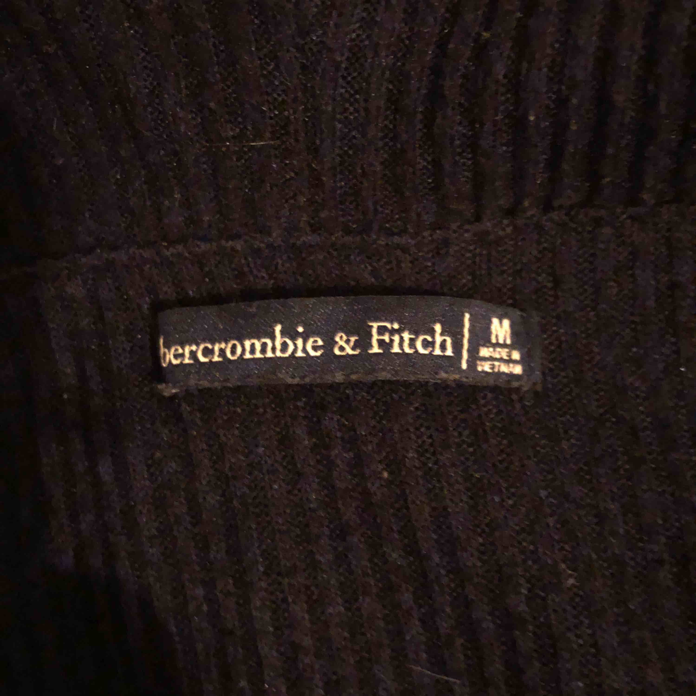 supersöt off the shoulder tröja från abercrombie 🦋 köparen står för frakt. Tröjor & Koftor.