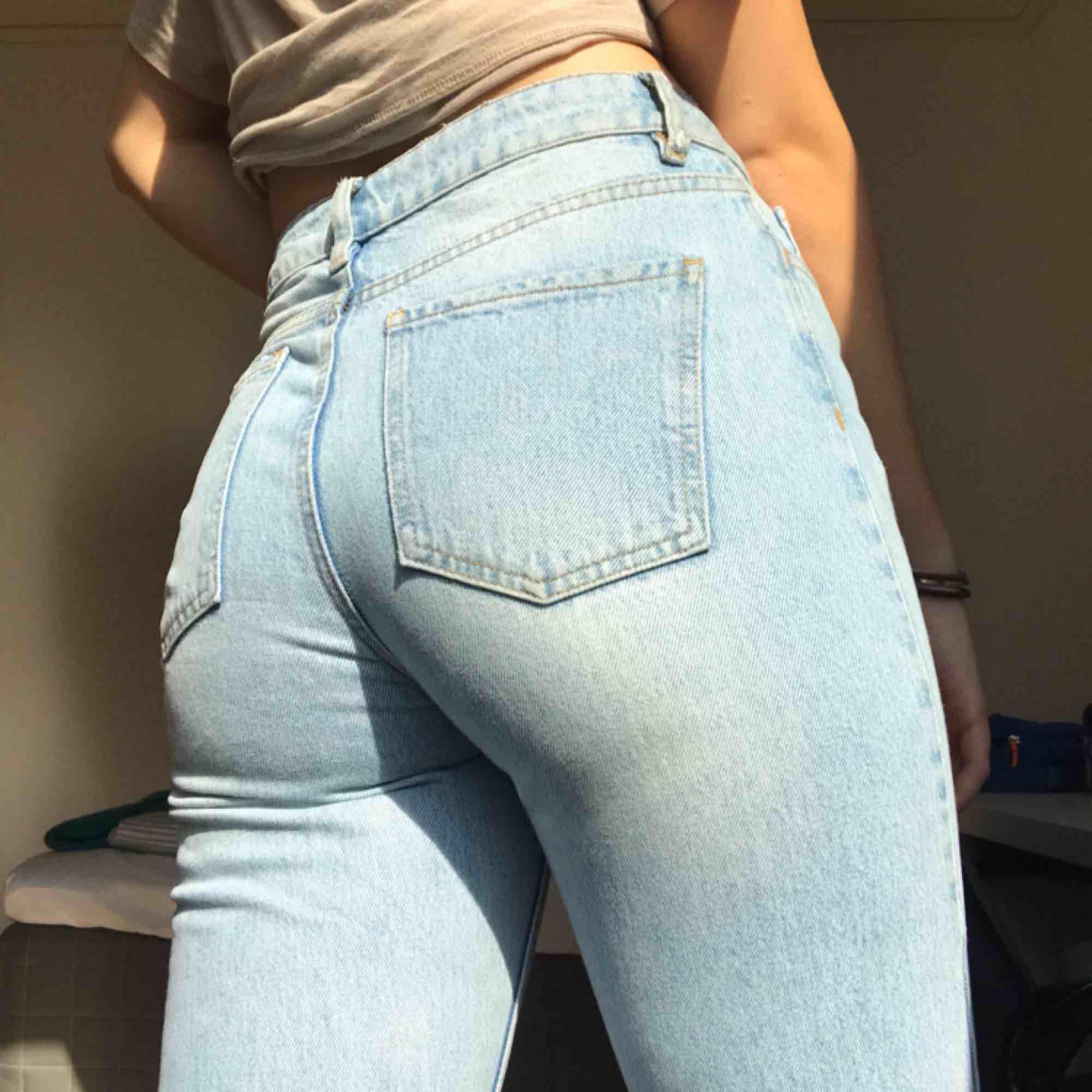 Skitsnygga ljusblå jeans från NA-KD. Frakt tillkommer💗💗. Jeans & Byxor.