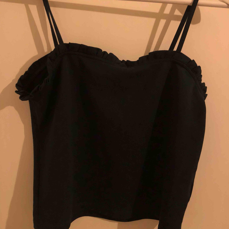 grönt linne från bik bok i storlek L men skulle säga M 🦋 köparen står för frakt. Toppar.