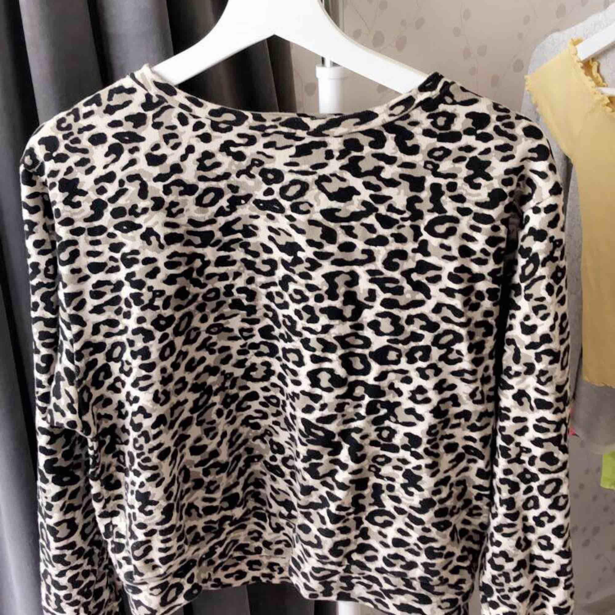 Leopard tröja. Tröjor & Koftor.