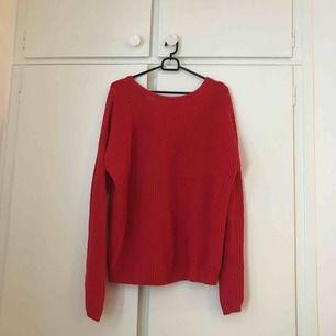 Röd stickad tröja från Na-kd.  Använd ett fåtal ggr