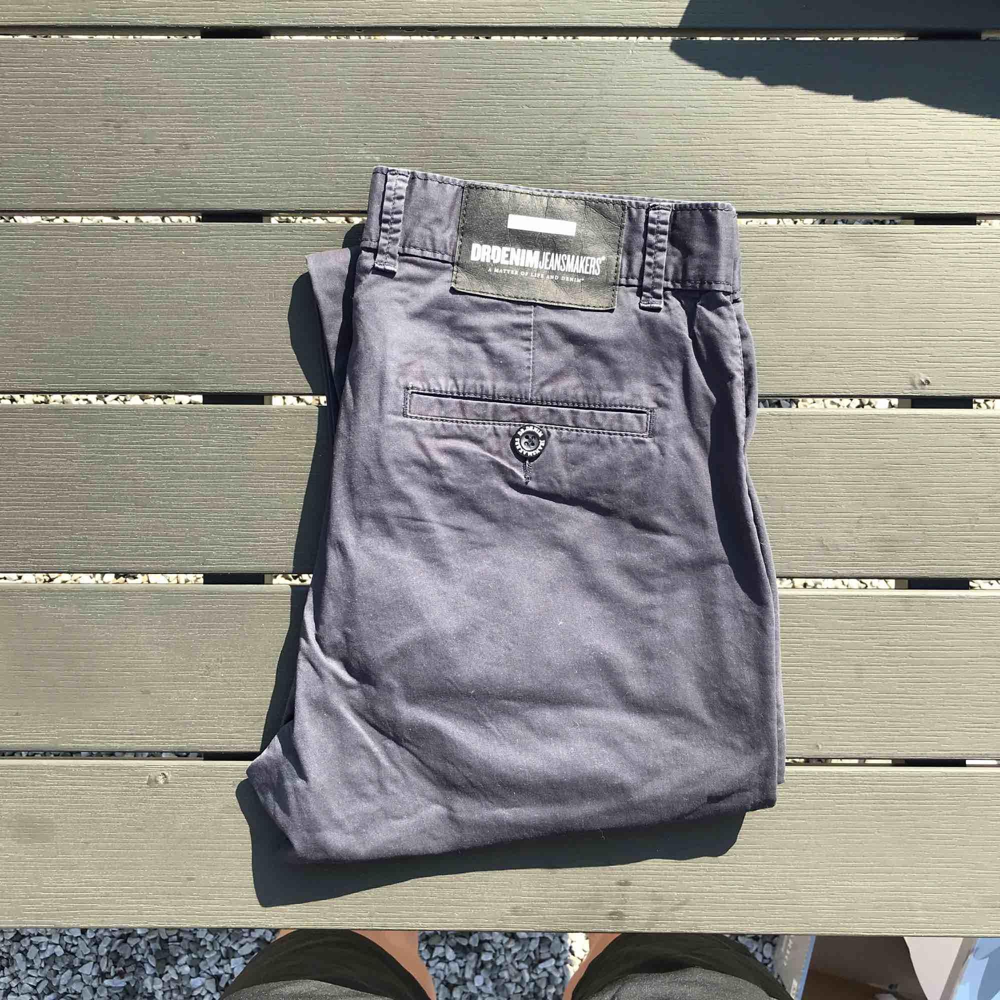 Märkesbyxor från Dr Denim. Chinos som är använda men har mycket kvar att ge. Jeans & Byxor.