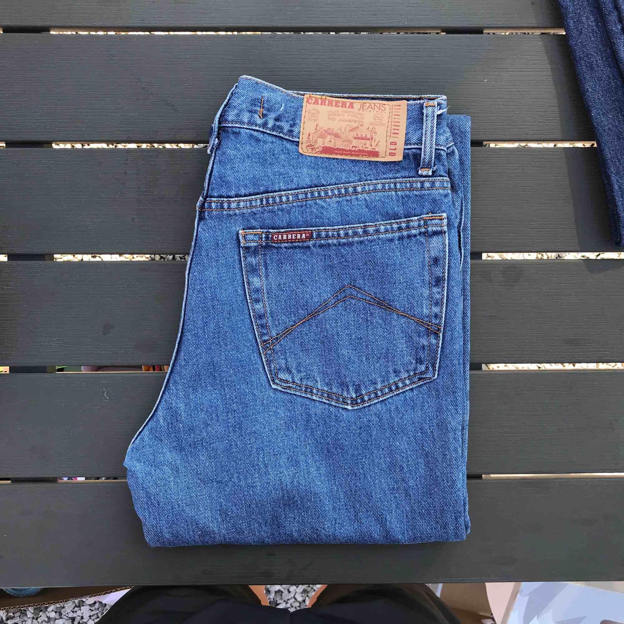 Vintage carrera jeans i otroligt fint skick. Passar en med ungefär w30. Jeans & Byxor.