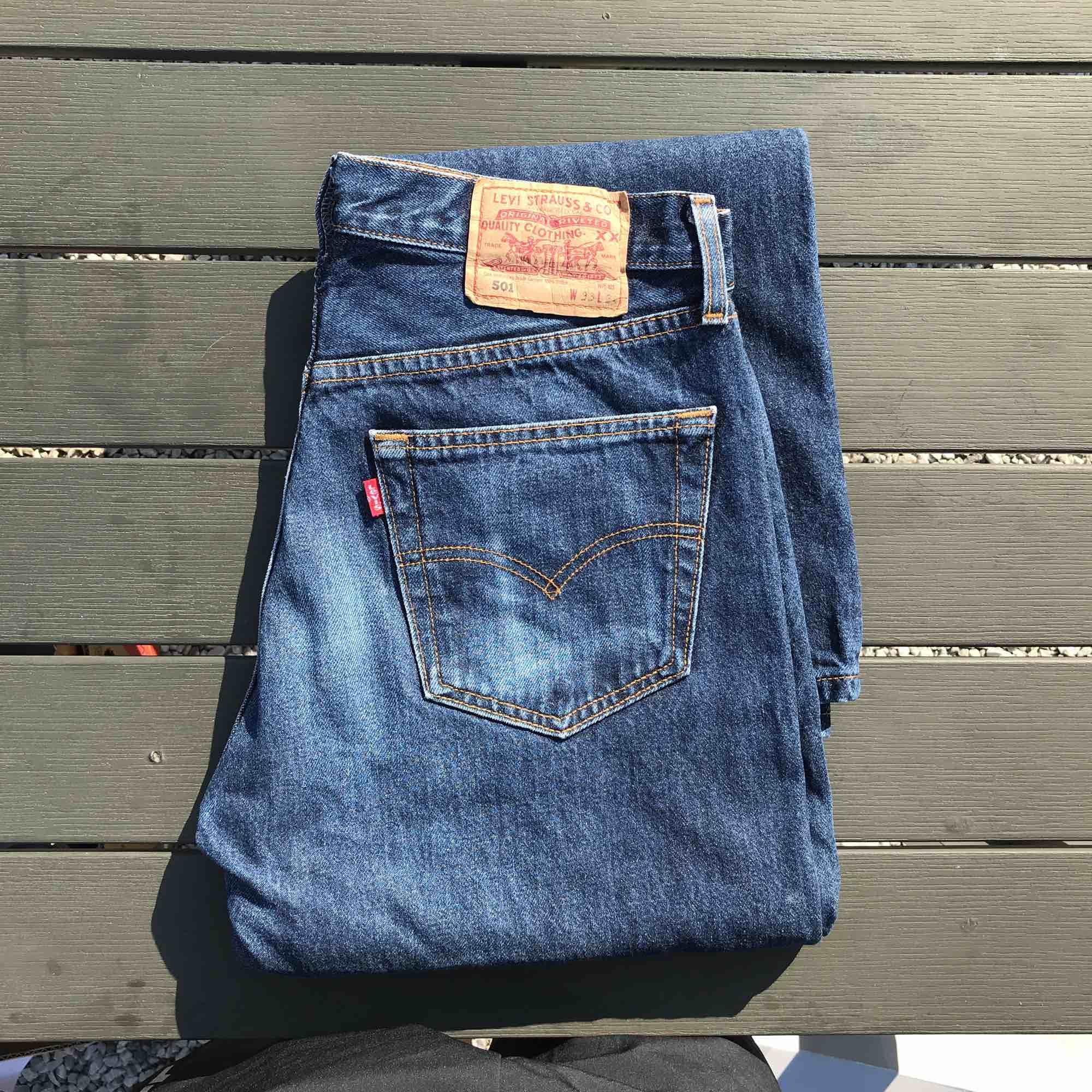 Svinfin jeans från Levis, den är vintage. Står w33 men passar en med ca w30. Jeans & Byxor.