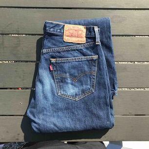 Svinfin jeans från Levis, den är vintage. Står w33 men passar en med ca w30