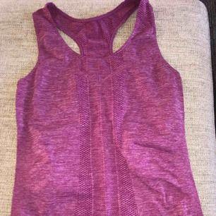 Sparsamt använt linne från panos emporio.  Köpare står för frakt