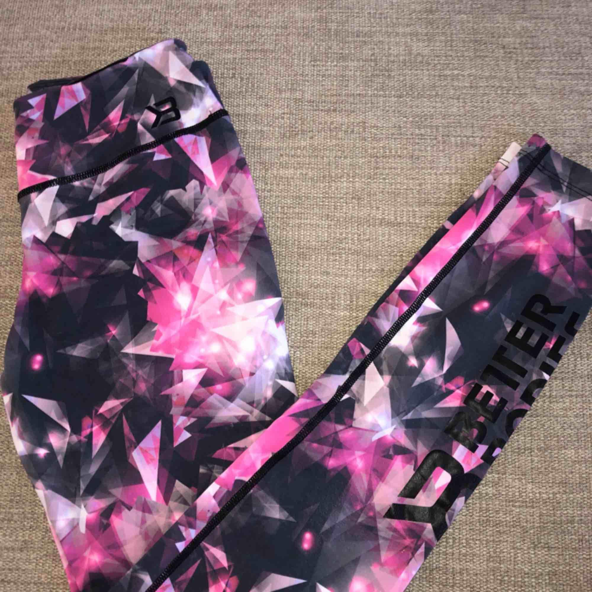 Sparsamt använda träningsbyxor från better Bodies. Har blivit något blekta i tvätten men annars i bra skick!  Köparen står för frakt!. Jeans & Byxor.