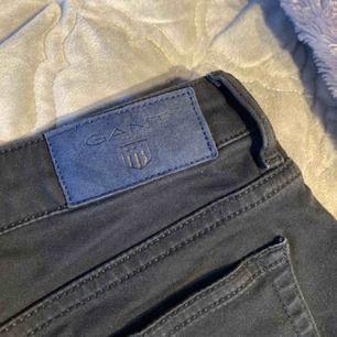 Svarta gant jeans, använt fåtal gånger. 300 kr eller bud, frakt ingår ej i priset 💞💞