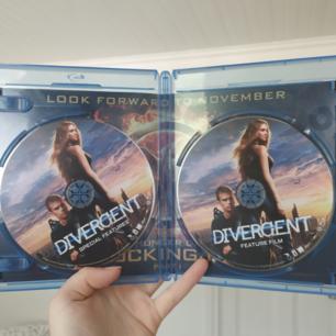 Helt oanvänd och felfri skiva för blueray! 2 disker, en med själva filmen och en som handlar om specialeffekterna.  Som ny! :)  (Jag säljer även boken på svenska)