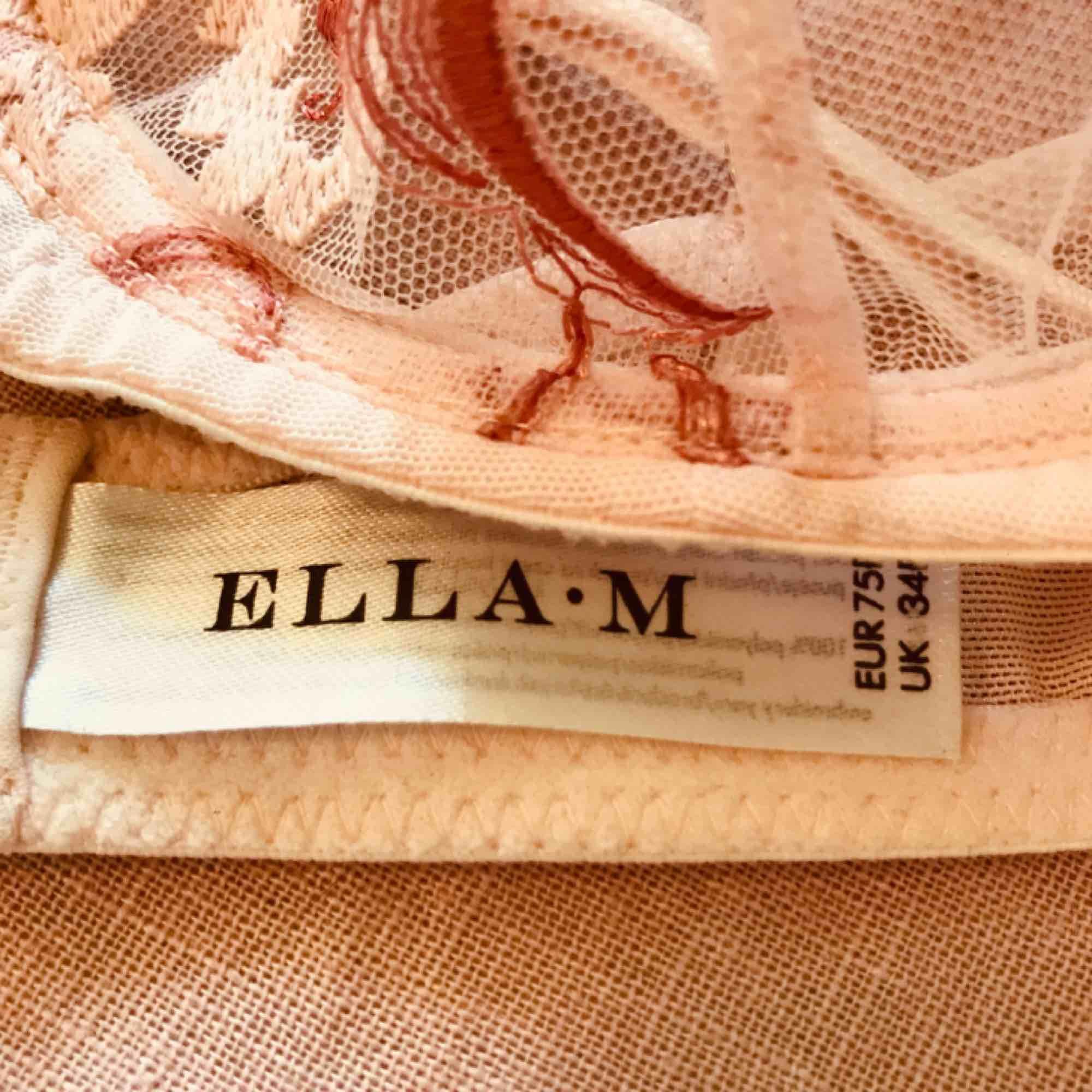 Så vacker och sexig bh från Ella M (Lindex)🌹 Finns inte längre i butik så gör ett unikt fynd! Storleken är 75b. Frakt 18kr💌 . Toppar.
