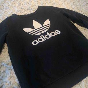 Adidas tröja, köparen står för frakt som är 59kr🌸💕