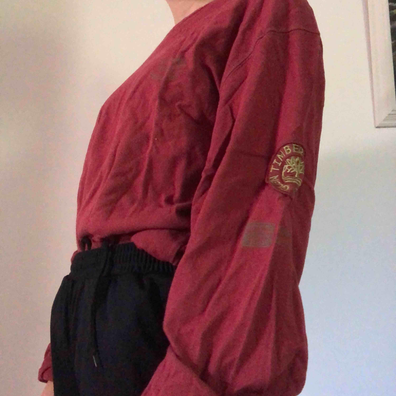 Oversized långärmad från Timberland. Skitcool. Herrtröja men passar unisex. Normalt begagnat skick😌✨. Tröjor & Koftor.