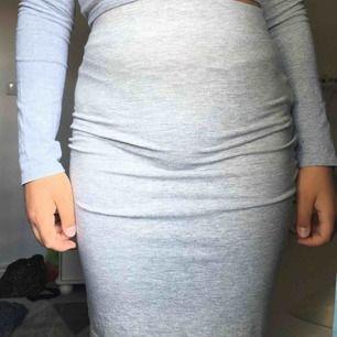 en grå tight kjol💖