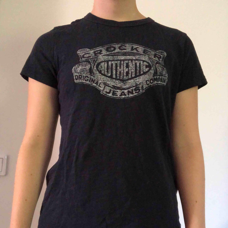 Blå t-shirt från crocker. Så snygg! Frakt tillkommer💕. T-shirts.