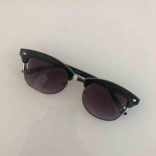 Solglasögon från Gina Tricot. Använda ett fåtal gånger.