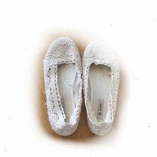 ♡ vita ballerina med spets från Skopunkten/VOX ♡ använda 1 gång pga fel storlek för mig
