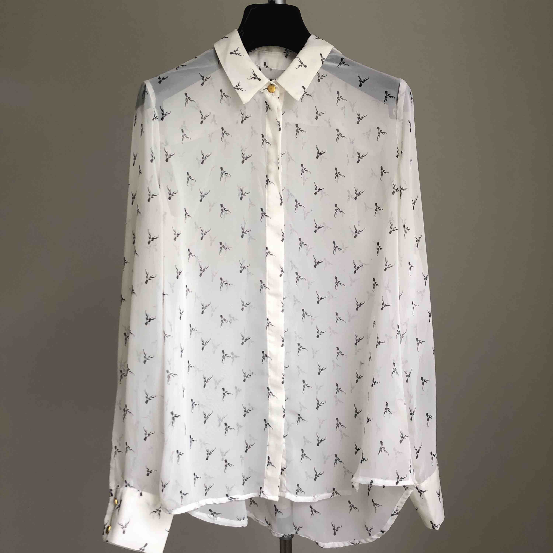 Blus, snyggt öppet med vitt linne under eller stängd med naturfärgad BH🦌🦌🦌🦌🦌🦌🦌👌😉. Blusar.