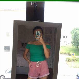 ♡ grön off shoulder crop top från Hollister ♡ 59:- inkl. frakt