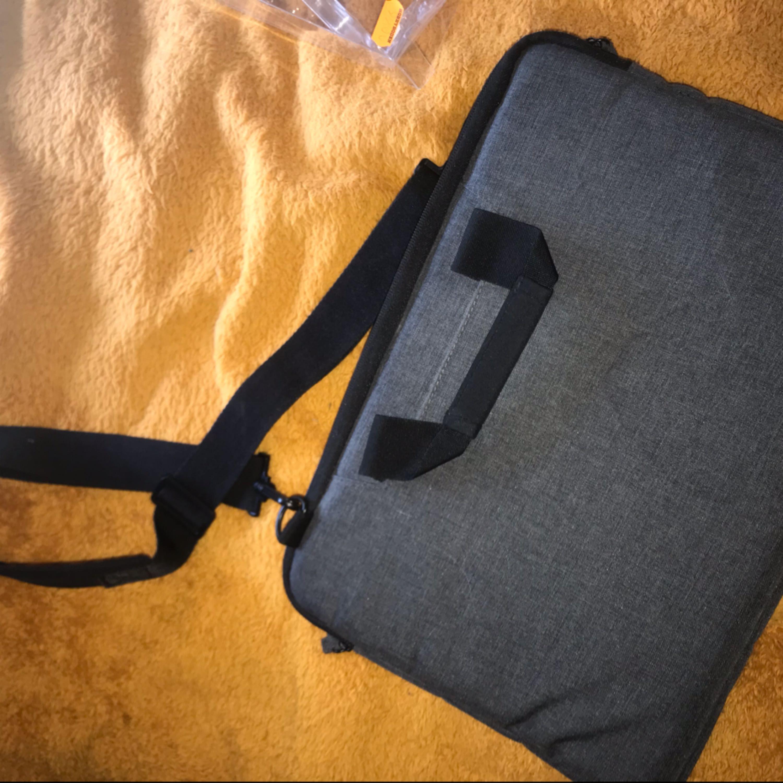Snygg dataväska från exibel. Nypris 249, säljs för 100.. Väskor.