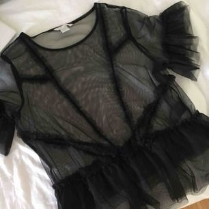 Transparent, genomskinlig top/blus/tröja i svart färg, möts upp inom stockholm elr hämtas🌸
